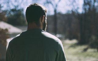 Боязнь оставаться одному дома: как называется и как побороть