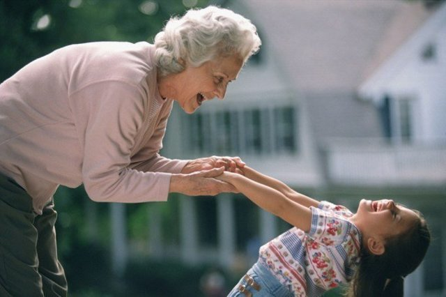 Бабушка ревнует к внукам или мама ревнует их к бабушке: в чем причина, что делать