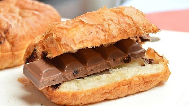 Зависимость от шоколада: как называется, избавление