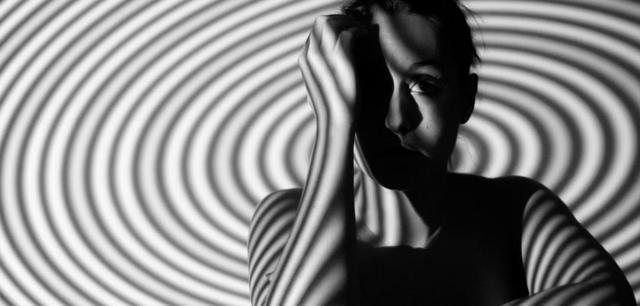 Как гипнотизировать человека: самостоятельно, техники введения в транс