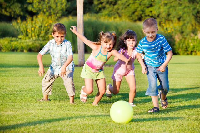 Детская жадность (ребенок жадничает): как отучить, причины, что делать