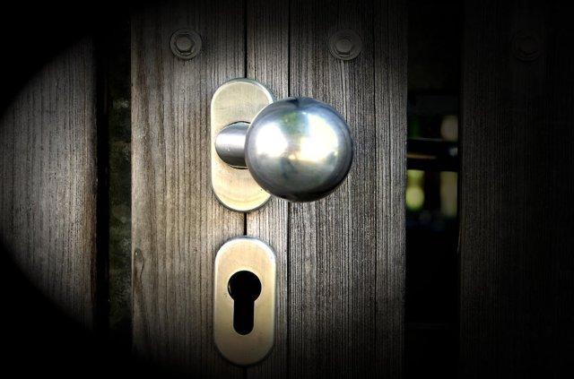 Агорафобия: боязнь открытого пространства, дверей, улицы