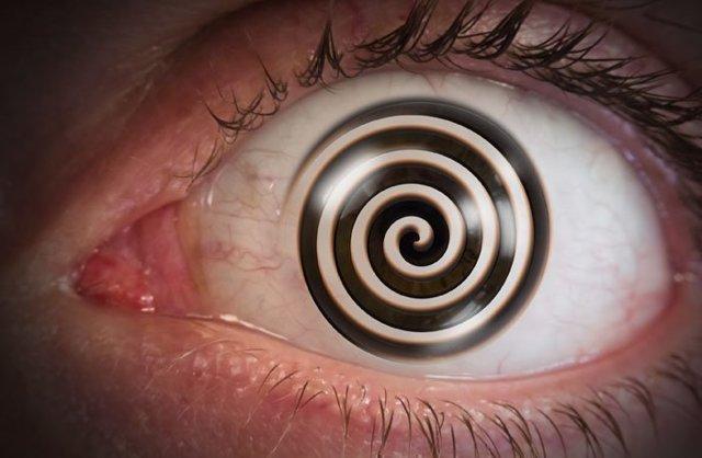 Как ввести в гипноз человека (незаметно для него)