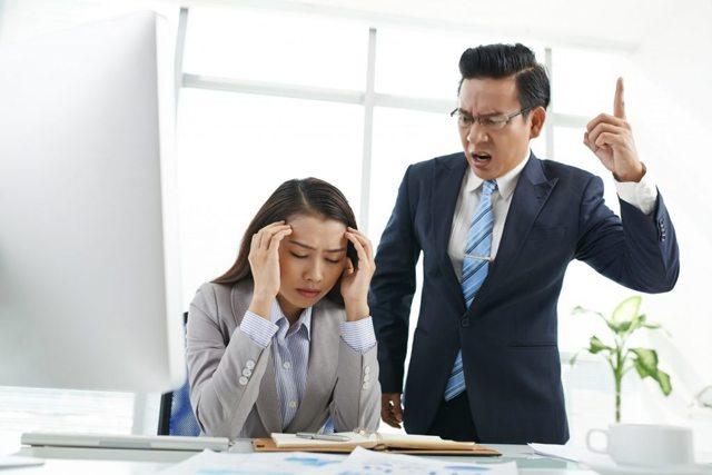 Что делать если начальник орет и унижает: на работе, начальство гнобит, куда жаловаться