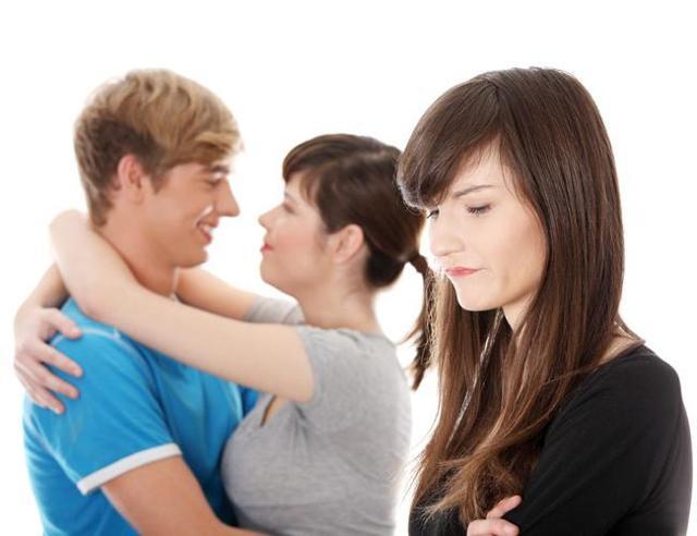 Бывшая провоцирует на ревность: зачем заставляет ревновать?