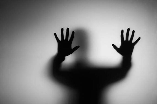 Боязнь людей (Антропофобия): незнакомых, толстых, плохих, симптомы, лечение