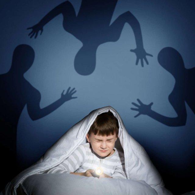 Боязнь темноты (Никтофобия, Скотофобия): как называется, как побороть, причины