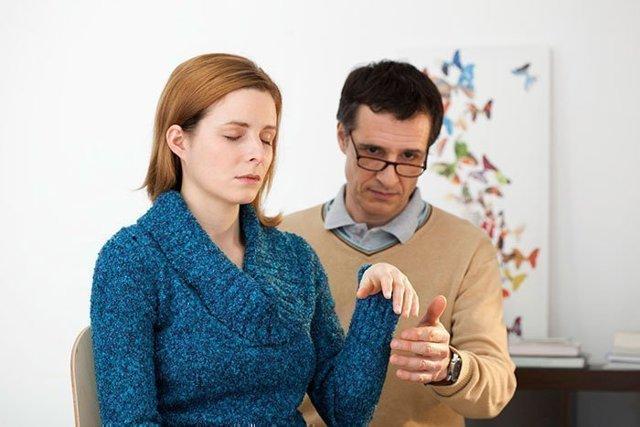 Гипносуггестивная психотерапия: особенности