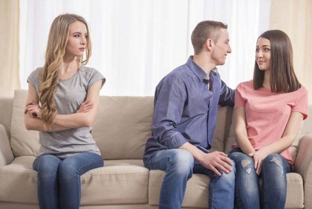 Женская ревность: психология, причины, признаки и что это может значить
