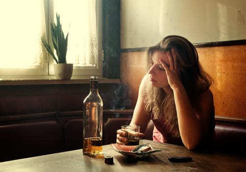 Женский алкоголизм: как формируется, симптомы, лечение