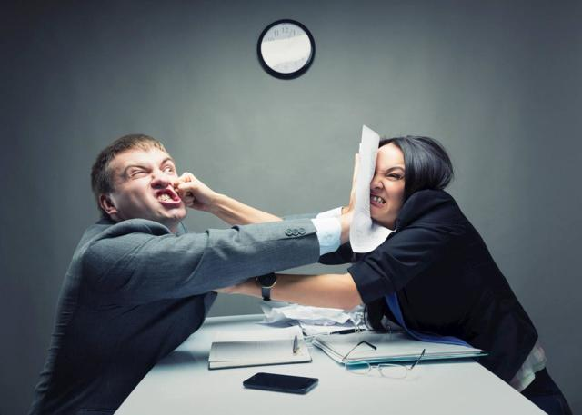 если начальник вас унижает