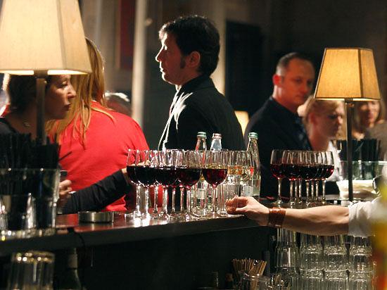 Алкоголизм у женщин формируется быстрее чем у мужчин